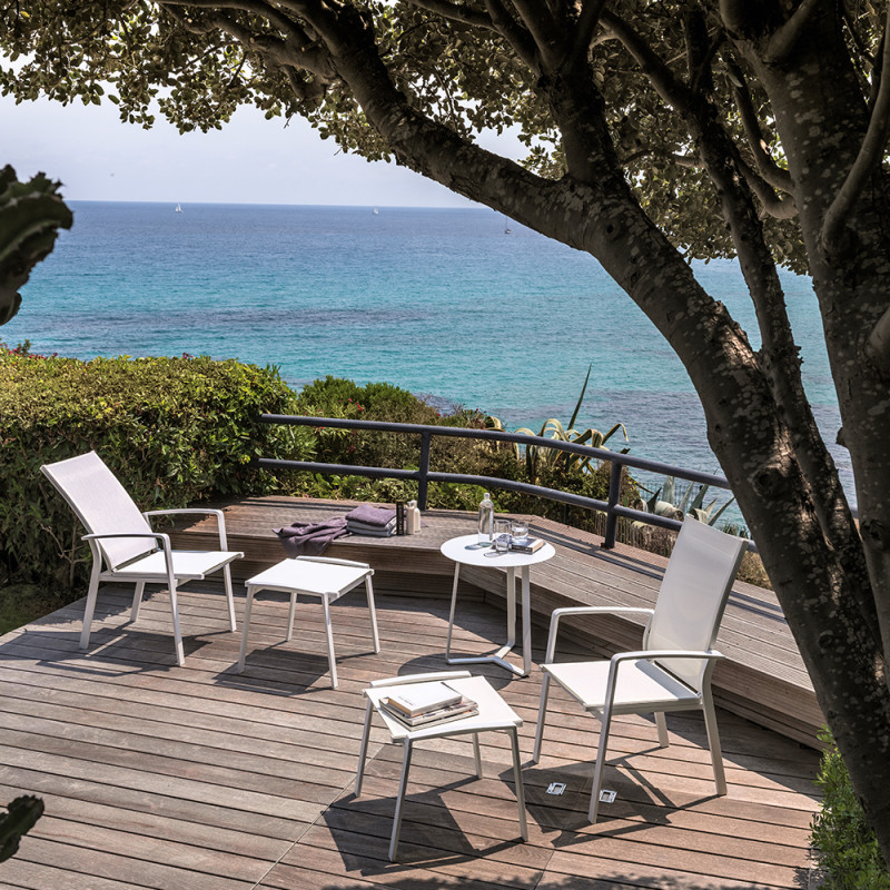 lady-lounger-outdoor-lifestyle-design-italian-talenti-entertain-seaview