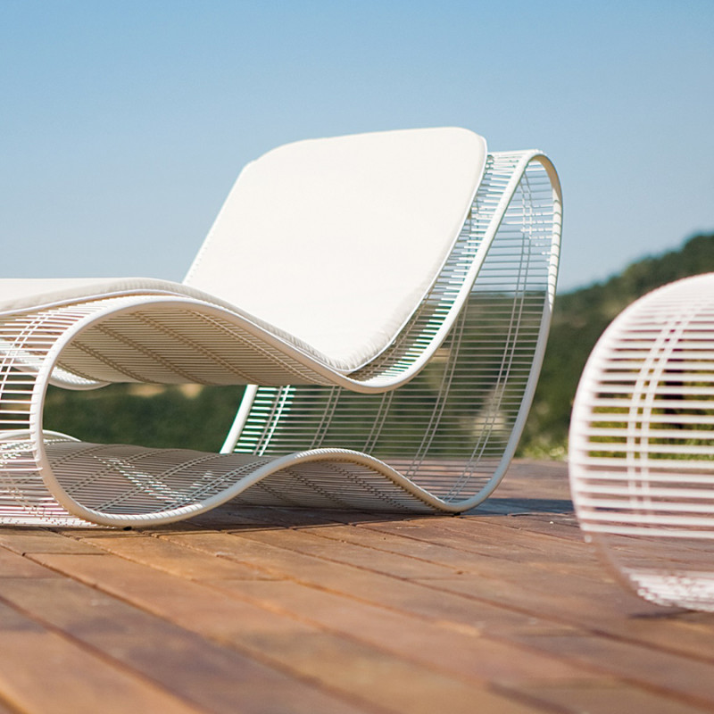 breez-lounger-talenti-outdoor-pool-summer-entertain