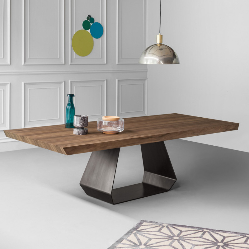 Amond-bonaldo-dining-table