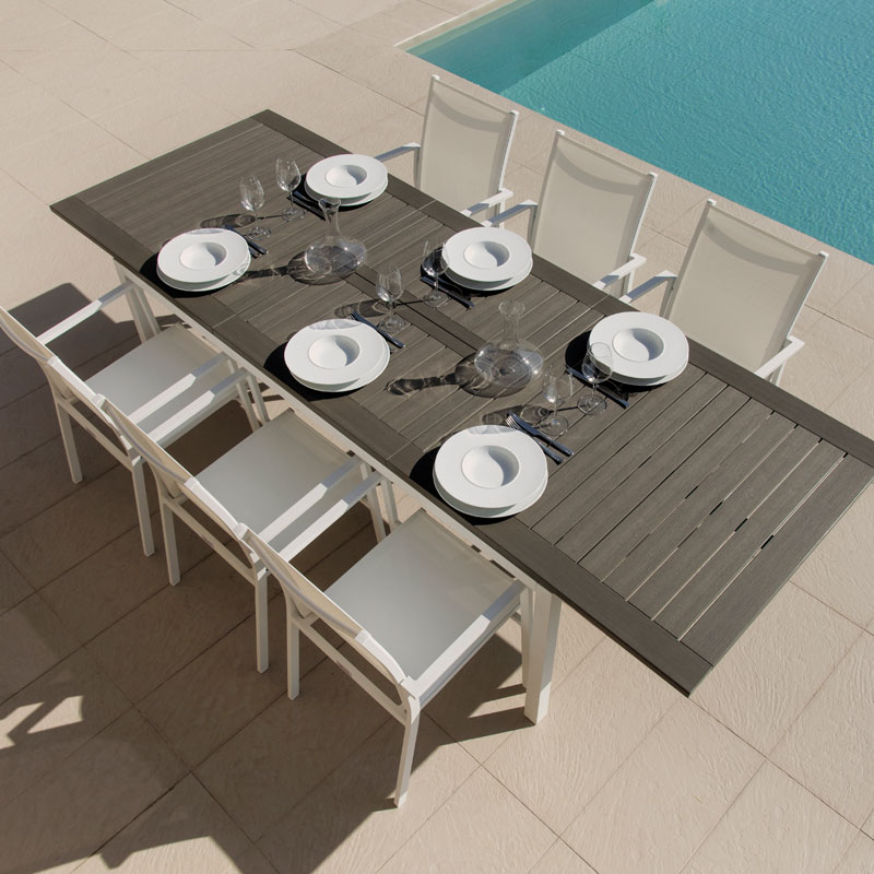carlos-outdoor-lifestyle-talenti-tableandchairs-italian-pool