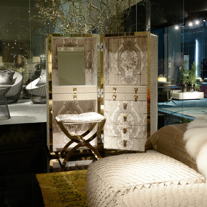 Grandtour-travel-wardrobe-roberto-cavalli-home-interiors